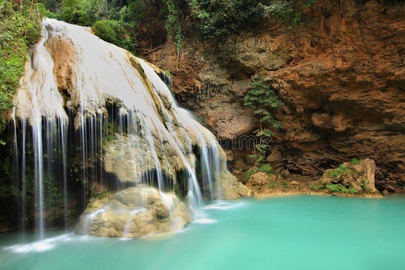Download Cascade Profonde De Forêt à Tak, Thaïlande Photo stock - Image du automne, stupéfier: 45358326