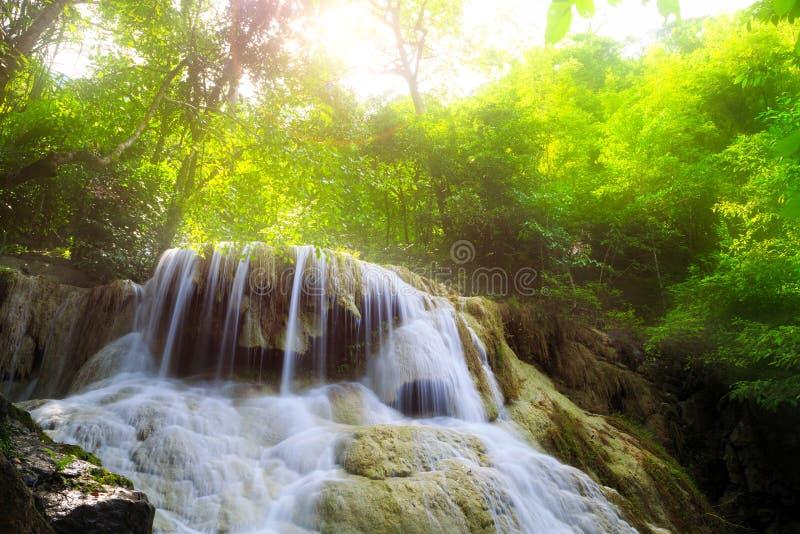 Cascade profonde de forêt dans Kanchanaburi photos stock