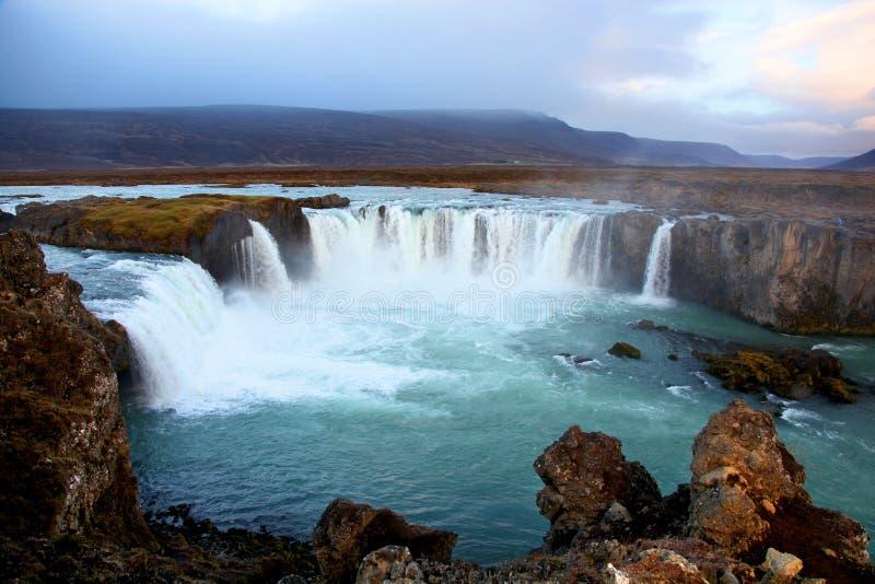 Cascade puissante de Godafoss en Islande du nord photo stock