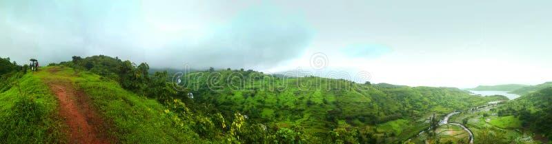 Cascade rappelling, bhivpuri de Mumbai d'Inde de nature de vert de chemin de barrage de rivière de forêt images stock