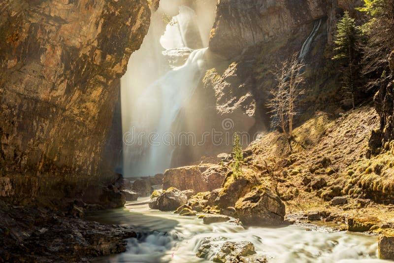 Cascade stup?fiante en parc national d'Ordesa et Monte Perdido Ordesa Valley, province de Huesca, Espagne photographie stock libre de droits