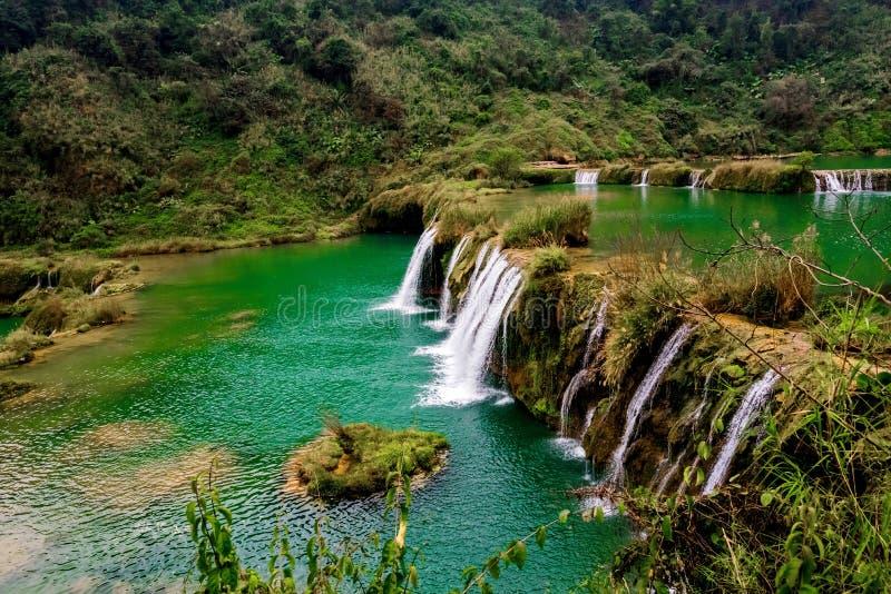 Download Cascade Yunnan, Porcelaine De Jiulong Image stock - Image du extérieur, vert: 87703091