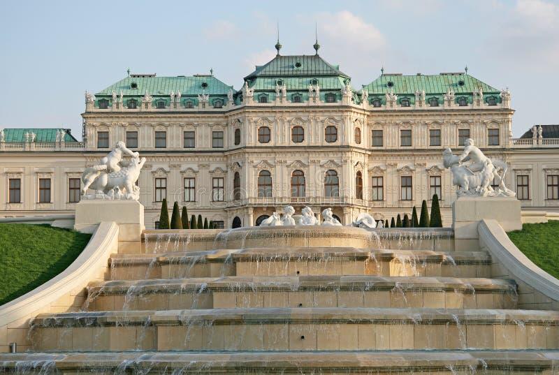 Cascadefontein in Belvedere Paleistuin in Wenen, Oostenrijk royalty-vrije stock afbeeldingen
