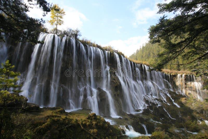 Cascades à écriture ligne par ligne dans Jiuzhaigou photo stock