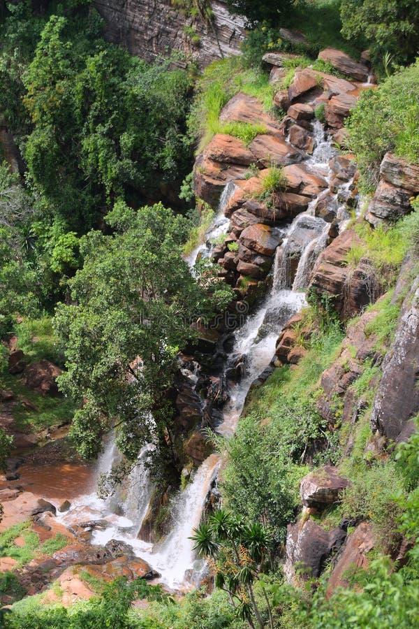 Cascades à écriture ligne par ligne de Soni en montagnes d'Usambara photo stock