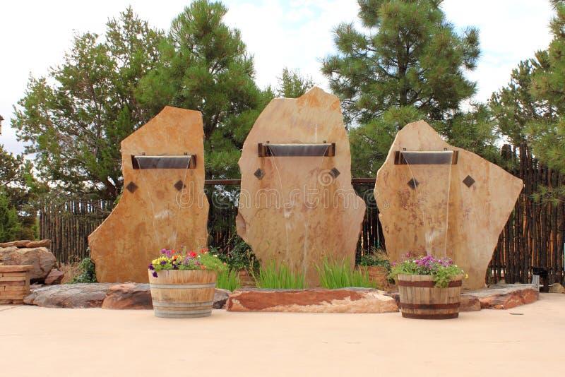 Cascades à écriture ligne par ligne en pierre de brame image stock