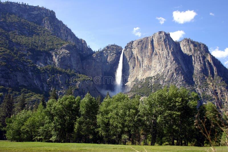 Cascades à écriture ligne par ligne - Yosemite NP image stock