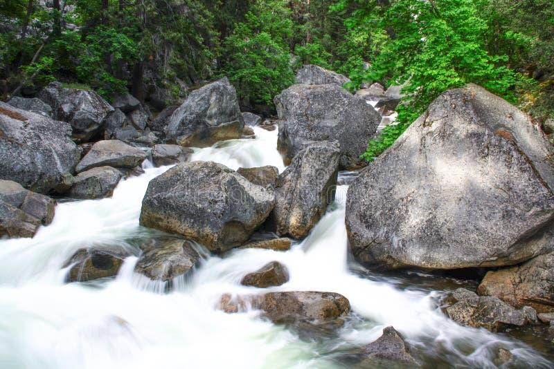 Cascades au parc national de Yosemite, la Californie photo libre de droits