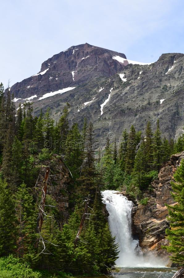 Cascades au printemps photos libres de droits