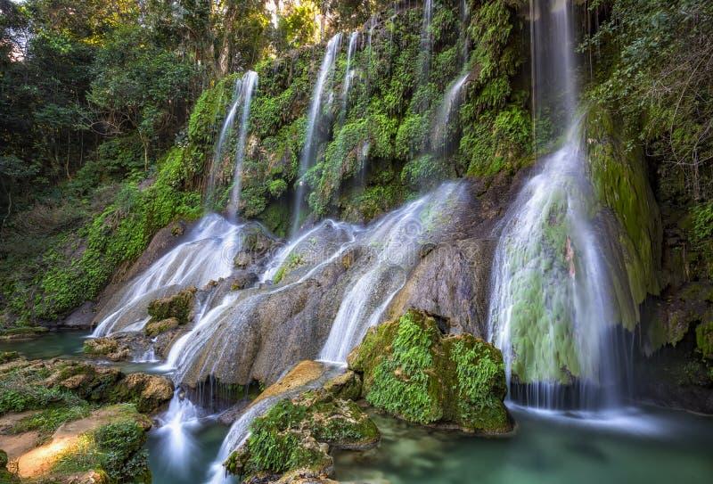 Cascades d'EL Nicho au Cuba image stock