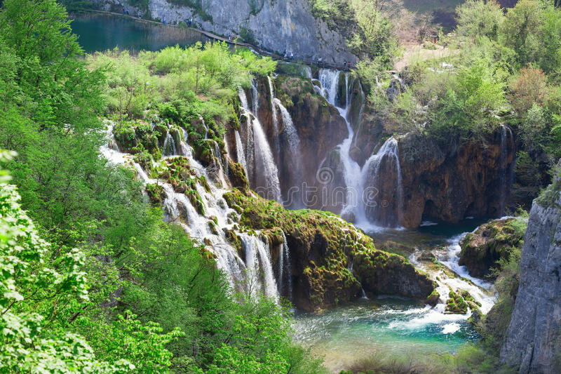 Cascades de l'eau en parc national de Plitvice photo libre de droits