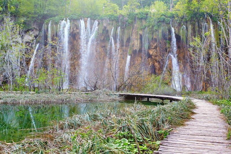 Cascades en parc national de lacs Plitvice photos stock