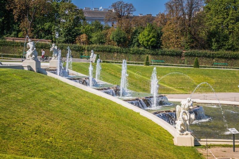 Cascades fontaine, jardin de belvédère à Vienne, Autriche photo libre de droits