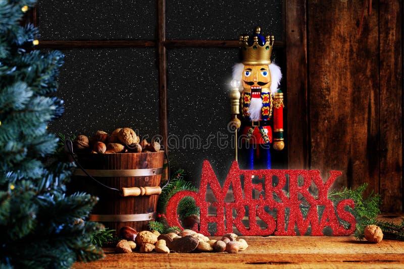 Cascanueces de la Navidad con el saludo de la Feliz Navidad imágenes de archivo libres de regalías