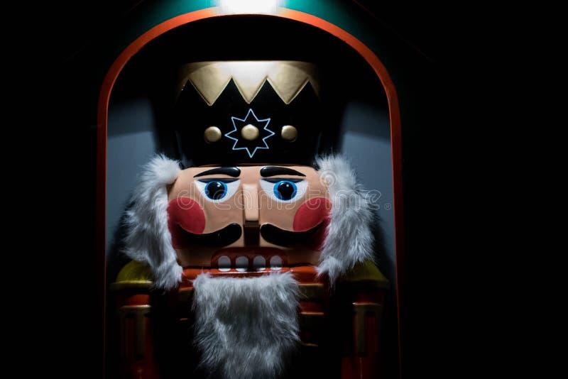 Cascanueces de la Navidad durante un mercado de la Navidad imágenes de archivo libres de regalías