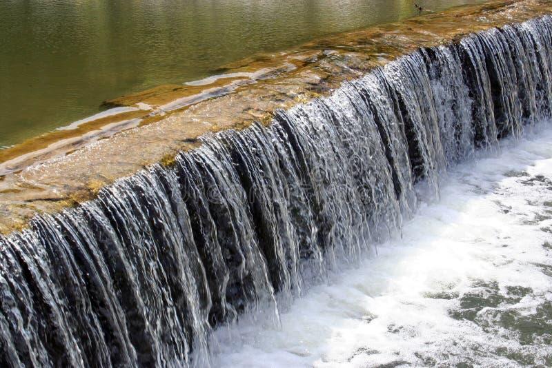 Download Cascata acustica fotografia stock. Immagine di lago, acustico - 219762