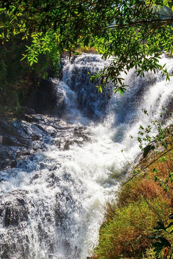 Cascata blu della corrente nel Vietnam fotografia stock