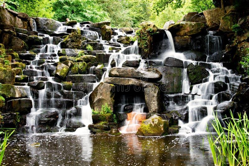 A cascata, cachoeira decorativa na água de Virgínia fotografia de stock royalty free