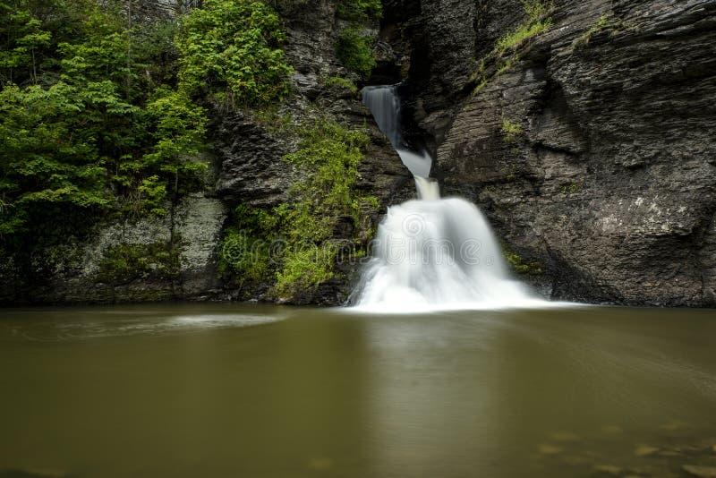 Cascata - cadute di uccisione della miniera - montagne di Catskill, New York immagini stock libere da diritti
