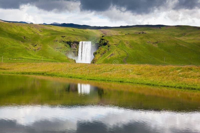 Cascata d'abbondanza Skogafoss immagini stock libere da diritti