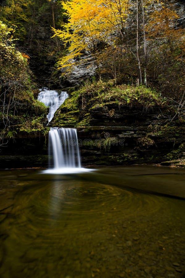 Cascata da cortina - Havana Glen - Autumn Waterfall - New York fotografia de stock royalty free