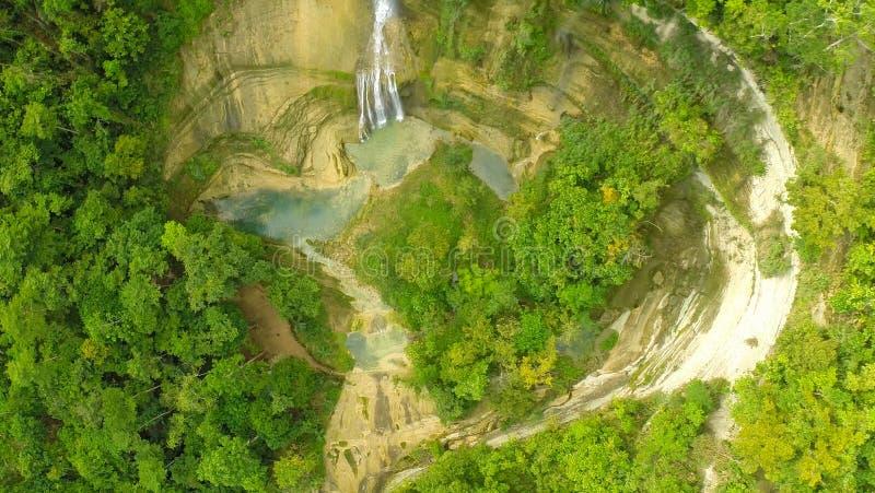 Cascata dal burrone Vista aerea di Filippine Natura filippina immagine stock
