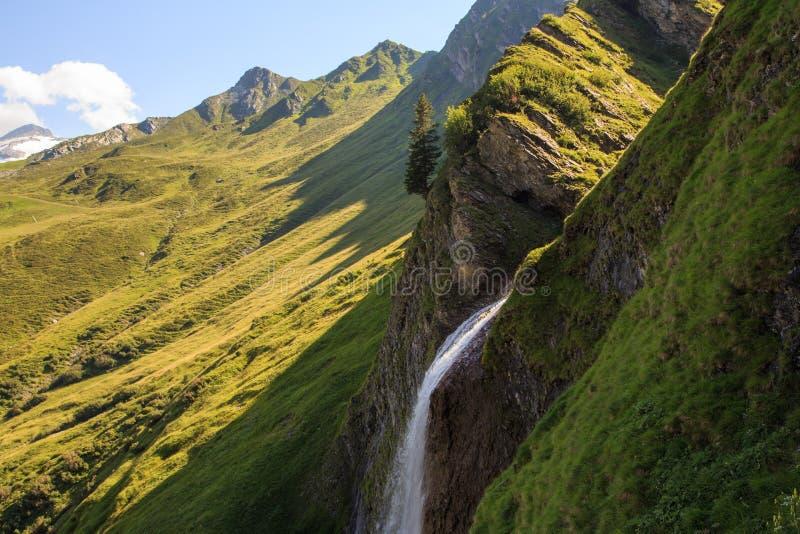 Cascata de Schleierfall em Tux Tyrol foto de stock