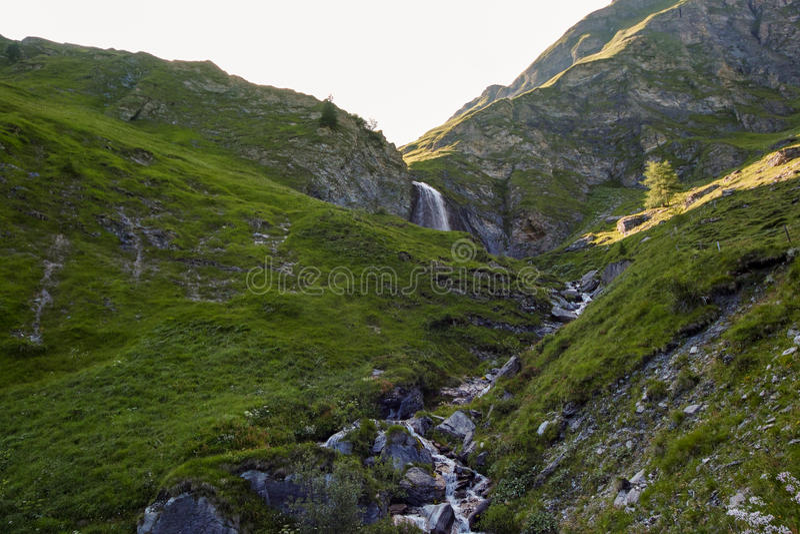 Cascata de Schleierfall em Tux Tyrol imagem de stock