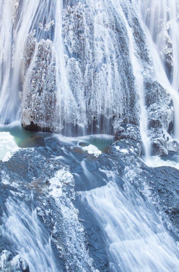 Cascata del ghiaccio nelle cadute di Fukuroda di stagione invernale fotografia stock
