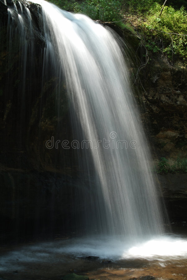 Download Cascata della foresta fotografia stock. Immagine di versisi - 204810