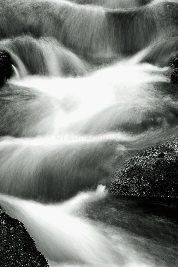 Cascata della sfuocatura di movimento lento fotografie stock