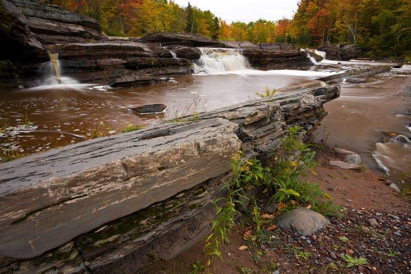 cascata della tomaia della penisola del Michigan di autunno immagini stock libere da diritti