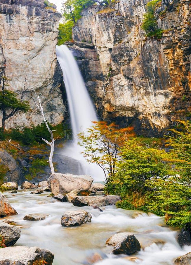 Cascata di Chorrillo del Salto nella Patagonia fotografie stock libere da diritti
