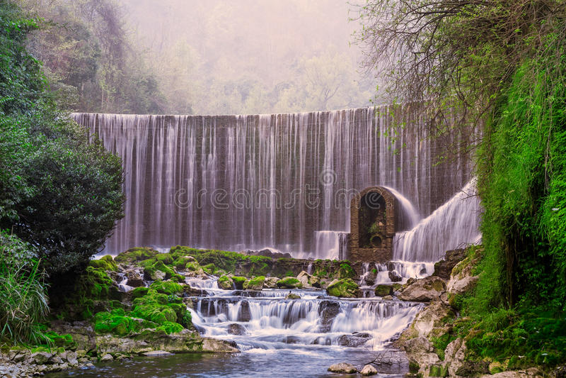 Cascata di Feiyun nel punto scenico di Zhangjiang, Libo, Cina immagini stock