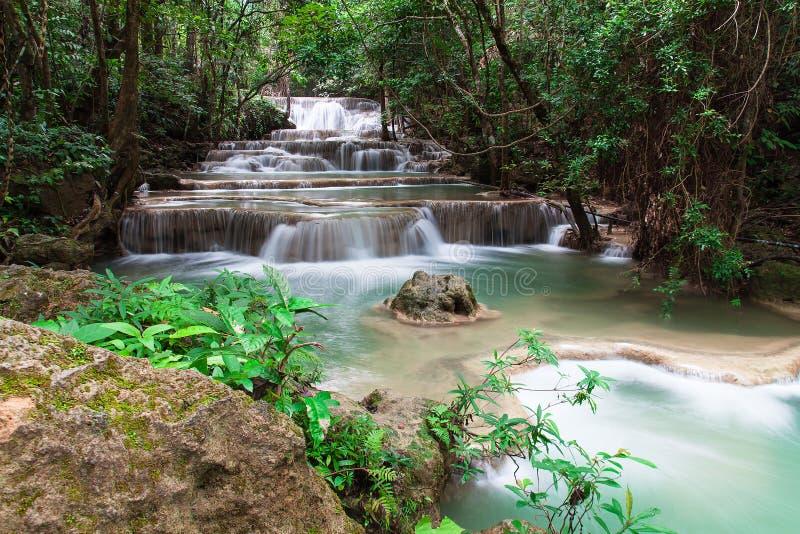 Cascata di Huay Mae Khamin in foresta tropicale, fotografia stock libera da diritti