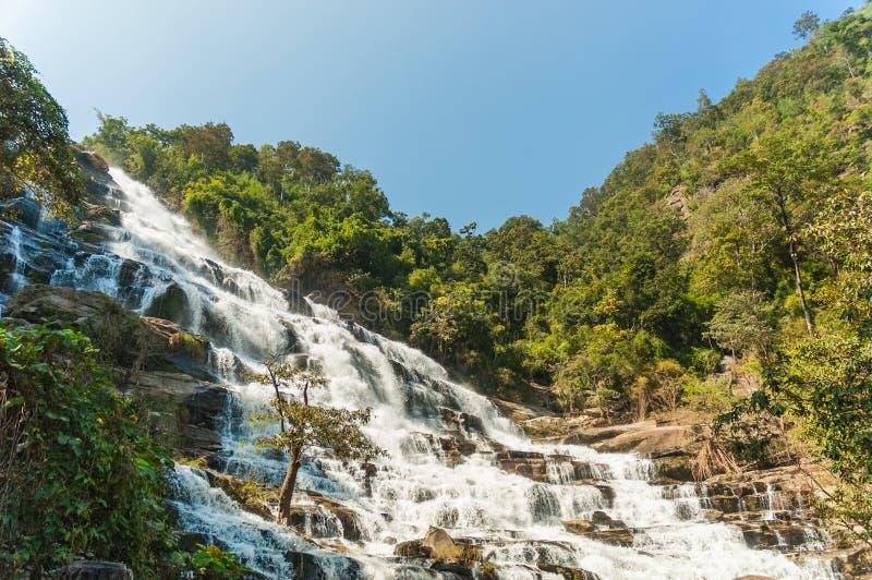Cascata di Mae Ya nella provincia di Chiangmai immagini stock