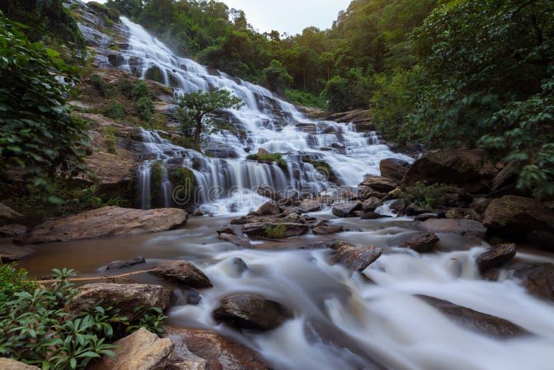 Cascata di Mae Ya, parco nazionale di Doi Inthanon, Chiang Mai Thailand fotografie stock libere da diritti