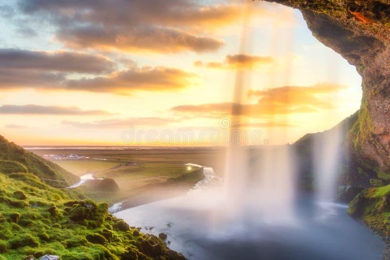 Cascata di Seljalandsfoss al tramonto, Islanda, Europa fotografia stock libera da diritti