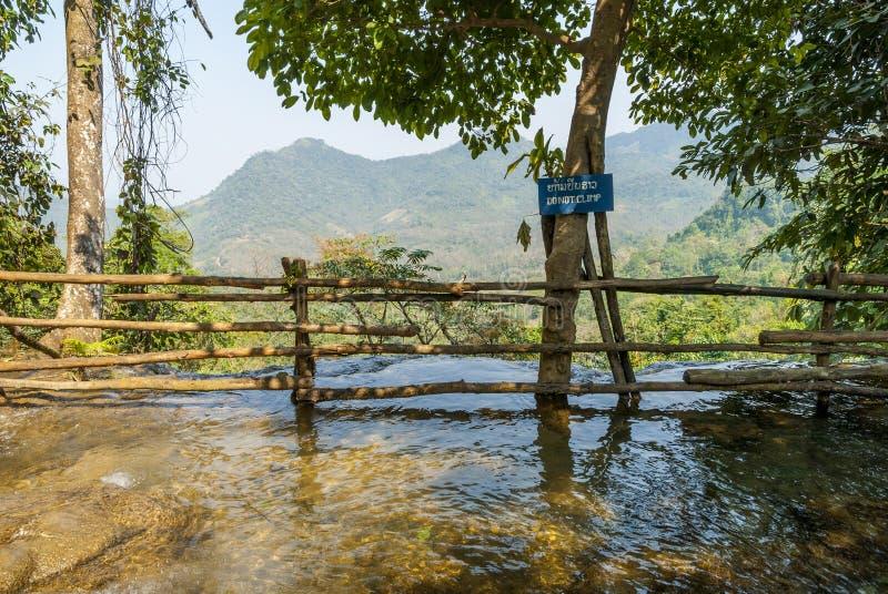 Cascata di si di Kuang, segnale di pericolo immagine stock libera da diritti
