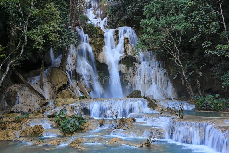 Cascata di Tat Kuang Si nel luang Prabang, Laos fotografia stock libera da diritti