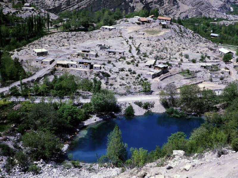 Cascata di Tortum vicino ad un lago fotografie stock