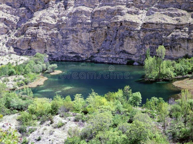 Cascata di Tortum vicino ad un lago fotografia stock