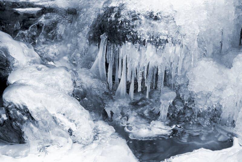 Cascata e neve congeladas foto de stock royalty free
