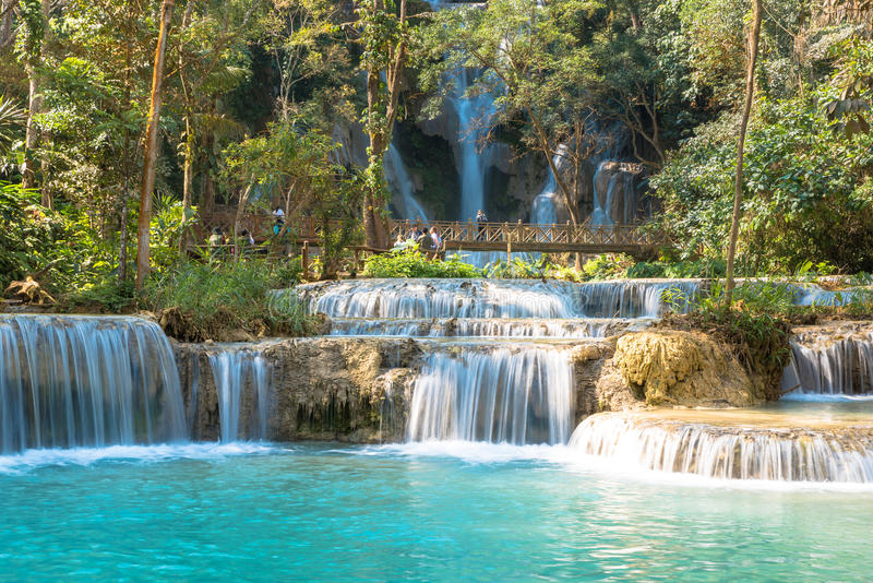 Cascata in foresta, nomi Tat Kuang Si Waterfalls fotografia stock libera da diritti