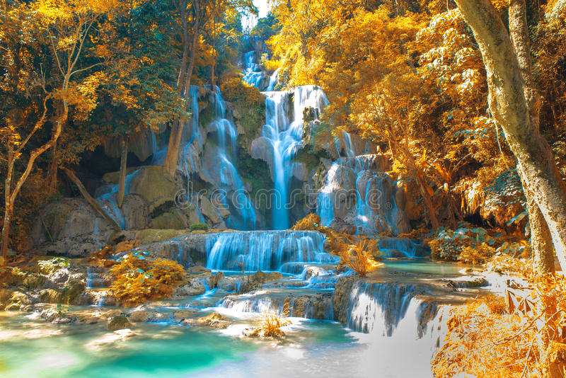 Cascata in foresta, nomi Tat Kuang Si Waterfalls immagini stock