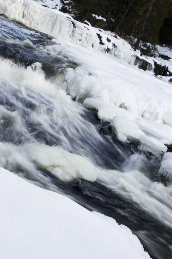 Download Cascata ghiacciata fotografia stock. Immagine di foresta - 7302370