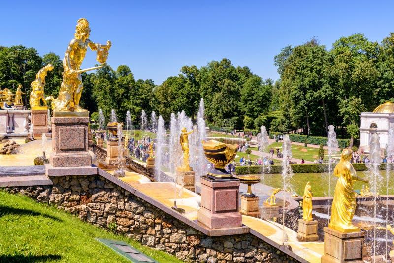 Cascata grande em Peterhof foto de stock royalty free