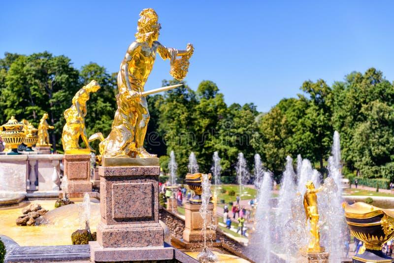 Cascata grande em Peterhof, St Petersburg fotos de stock royalty free