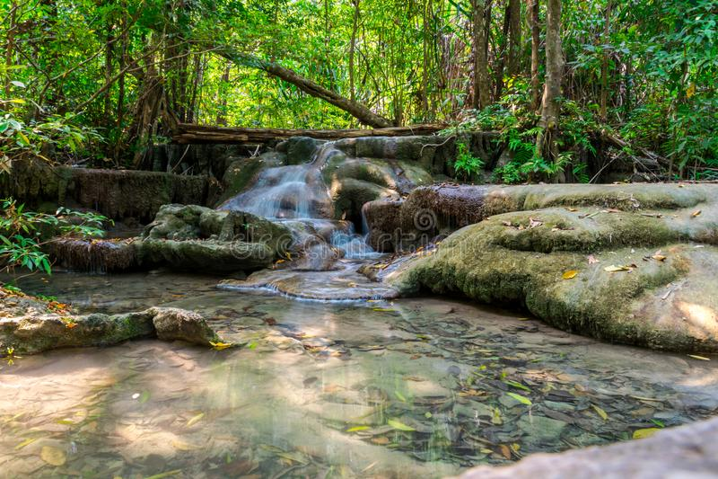 Cascata liscia in Kanchanaburi, Tailandia fotografia stock libera da diritti