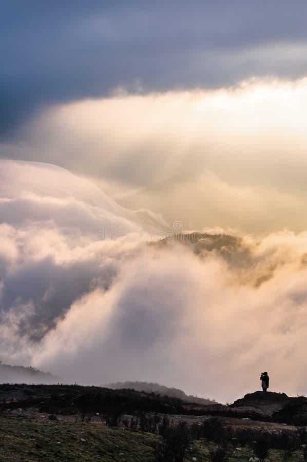 Cascata magica della nuvola fotografie stock libere da diritti